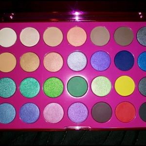 👑💜Cosmo Collection Crown Cosmetics Pallet